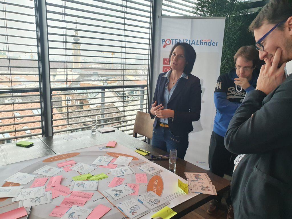 Ergebnispräsentation beim Praxis Impuls Digital Excellence Transformation Workshop in Linz
