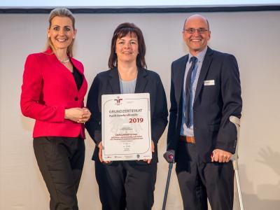 Personalleiter der DRÄXLMAIER GROUP,  Mag. Gernot Köck und die PE- und Projektverantwortliche Frau Ursula Ulmer